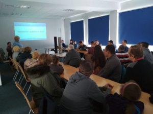 Uczestnicy projektu pt. Zmień zachowania na dobre podczas prezentacji na dniach otwartych w stacji ujmowania wody Reda w Redzie