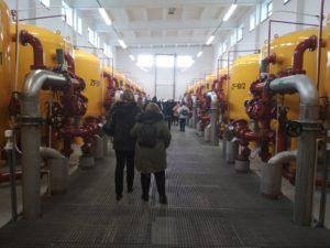 Uczestnicy podczas zwiedzania instalacji na dniach otwartych w stacji ujmowania wody Reda w Redzie